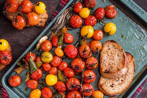 bruschette-con-pomodorini-confit-agli-agrumi-2
